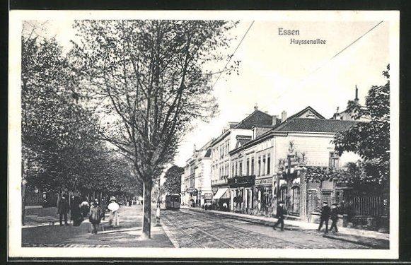 AK Essen, Geschäfte und Strassenbahn in der Huyssenallee