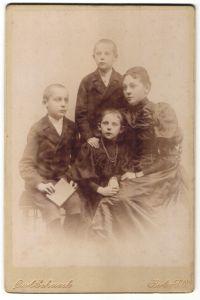 Fotografie Carl Schaak, Berlin-SO, Portrait Mutter mit drei Kindern