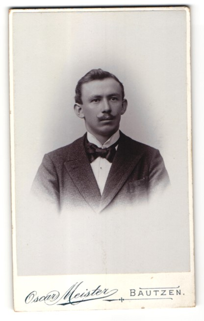 Fotografie Oscar Meister, Bautzen, Portrait Herr in Anzug