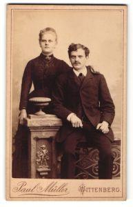 Fotografie Paul Müller, Wittenberg, Portrait junges bürgerliches Paar