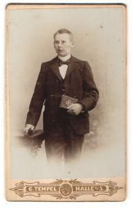 Fotografie G. Tempel, Halle a/S, Portrait junger Mann in Anzug