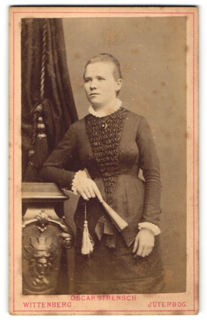 Fotografie Oscar Strensch, Wittenberg & Jüterbog, Portrait junge Frau in Abendgarderobe