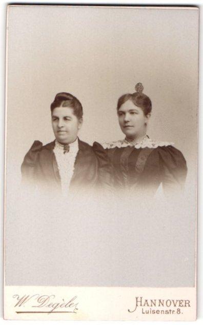Fotografie W. Degèler, Hannover, Portrait betagte Dame und junge Frau