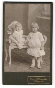 Fotografie Jos. Roedler, Kirn a/Nahe, Portrait Säugling und ältere Schwester