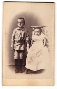 Fotografie Wilhelm Polenz, Iserbegka, Portrait Kleinkind und älterer Bruder