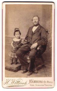 Fotografie H. Wittrock, Hamburg-St. Pauli, älterer Herr und kleines Mädchen