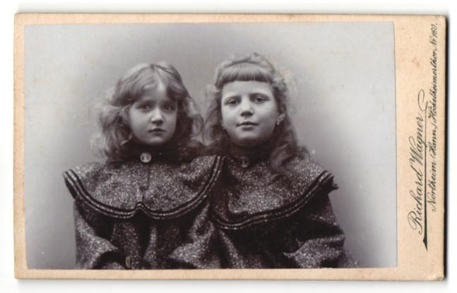 Fotografie Richard Wagner, Northeim / Hann., niedliche Mädchen mit Schmuck