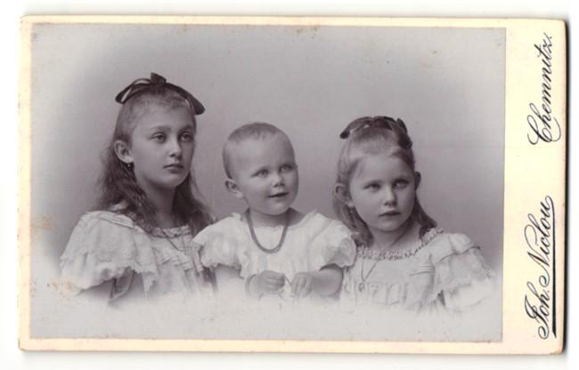 Fotografie Joh. Niclou, Chemnitz, niedliche Mädchen und Baby mit Halskette