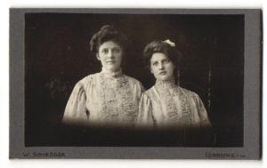 Fotografie W. Schröder, Lübbecke i/W, Portrait zwei junge bürgerliche Damen