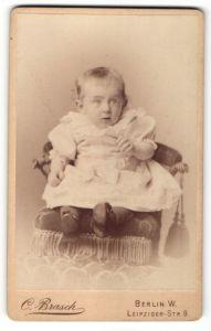 Fotografie C. Brasch, Berlin-W, Portrait Kleinkind mit grossen Augen