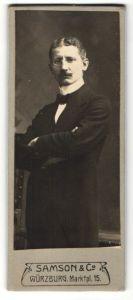 Fotografie Samson & Co., Würzburg, Portrait Herr in Abendgarderobe mit Zwicker