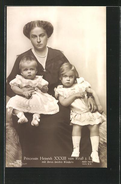 AK Prinzessin Heinrich XXXIII. von Reuss mit ihren Kindern
