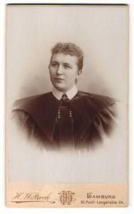 Fotografie H. Wittrock, Hamburg-St. Pauli, Portrait junge Frau mit zusammengebundenem Haar
