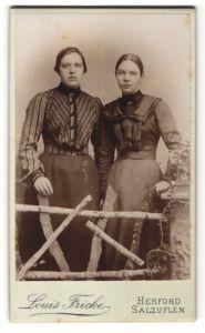 Fotografie Louis Fricke, Salzuflen, Portrait zwei junge Frauen