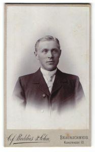 Fotografie Cf. Beddies & Sohn, Braunschweig, Portrait Herr in Anzug