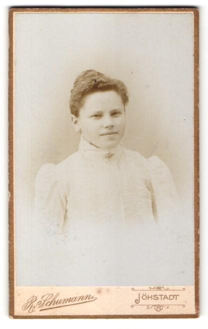 Fotografie R. Schumann, Jöhstadt, Portrait Fräulein mit zusammengebundenem Haar