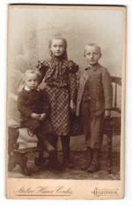 Fotografie Heinr. Cordes, Hildesheim, Portrait drei Geschwister