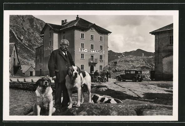 AK Bernhardiner vor dem St. Gotthardt-Hospiz
