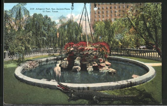 AK El Paso, TX, Krokodil vor einem Brunnen, Alligator Pool, San Jacinto Plaza
