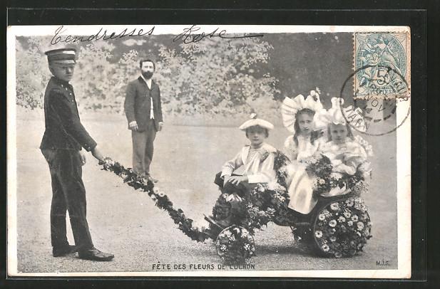 AK Luchon, Fête des Fleurs, Blumentag, Kinder sitzen in einem mit Blumen geschmückten Handwagen