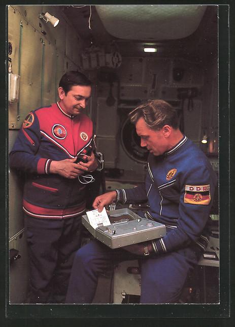 AK Kosmosflug UdSSR-DDR, Kosmonauten Waleri Bykowsky und Sigmund Jähn bei der Vorbereitung des Weltraumflugs