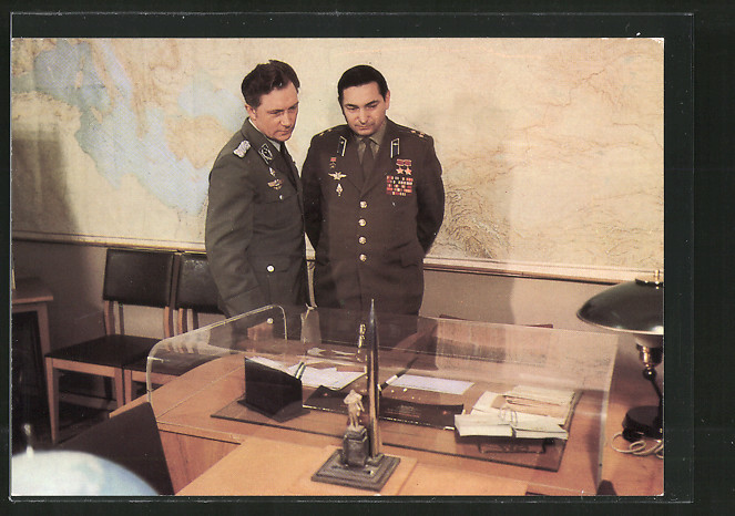 AK Gemeinsamer Kosmosflug UdSSR-DDR, Fliegerkosmonauten Waleri Bykowsky u. Sigmund Jähn im Gagarin-Museum