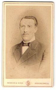 Fotografie Beddies & Sohn, Braunschweig, Portrait Herr in Anzug