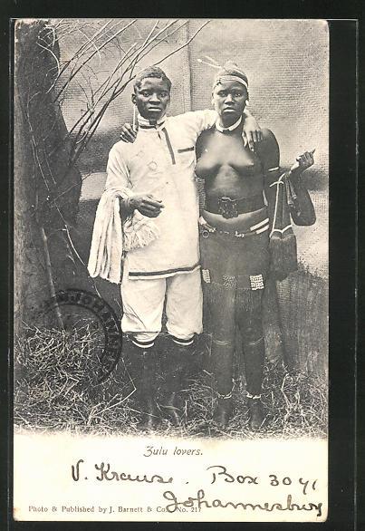 AK Zulu lovers, junges Liebespaar, afrikanische nackte Frau