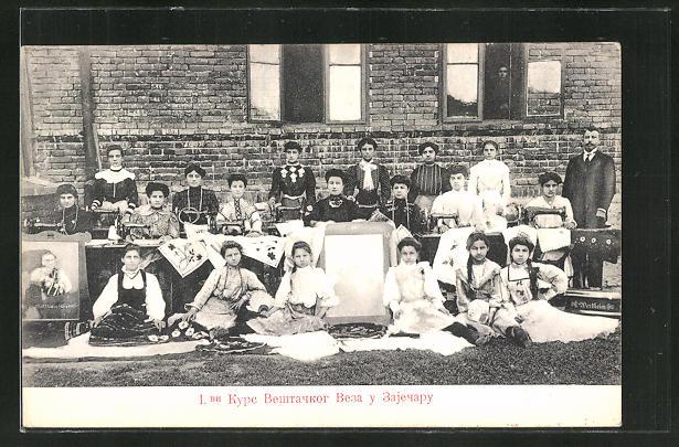 AK Zajecar, Nähkurs, serbische Frauen und Mädchen mit Nähmaschinen