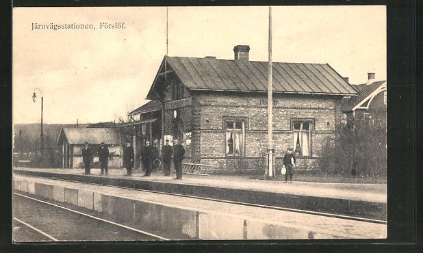 AK Förslöf, Järnvägsstationen, Schaffner am Bahnhof