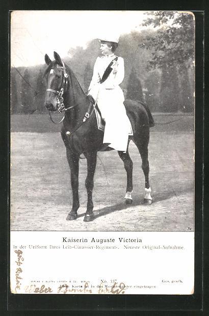 AK Kaiserin Auguste Victoria Königin von Preussen, in der Uniform ihres Leib-Cürassier-Regiments