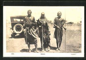 AK Drei Masai vor einem Auto