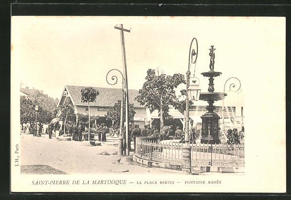 AK Saint-Pierre-la-Martinique, La Place Bertin avec Fontaine Agnès