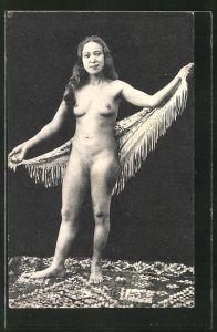 AK arabische nackte Frau auf orentalischem Teppich mit Tuch