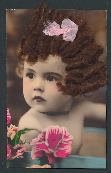 Echt-Haar-AK Kleinkind mit Schleife im echten braunen Haar