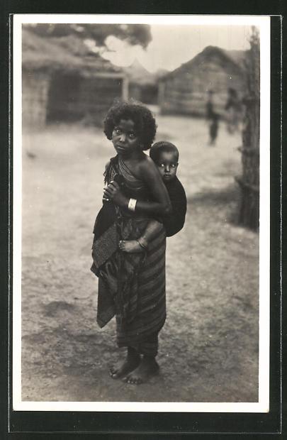AK Somalia Italiana, Sistema di portare i bambini, Frau trägt Kind auf dem Rücken