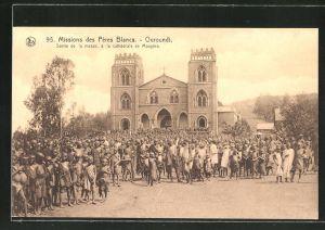 AK Ouroundi, Sortie de la messe, à la cathédrale de Mougéra