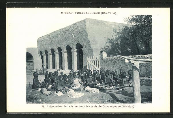AK Mission d'Ouagadougou, Préparation de la laine pour les tapis de Ouagadougou