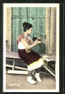 AK Xieng Khouang, Tricotage, Näherin bei der Arbeit