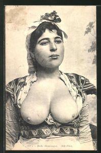 AK Belle Mauresque, arabische halbnackte Frau mit Kopfbedeckung
