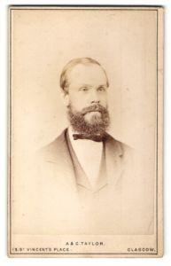 Fotografie A. & G. Taylor, Glasgow, Portrait Mann mit Vollbart