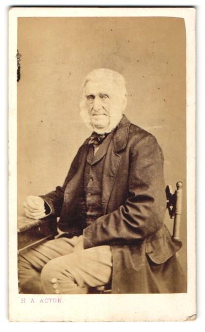 Fotografie H. A. Acton, Cheltenham, Portrait betagter Herr mit Backen- und Kinnbart