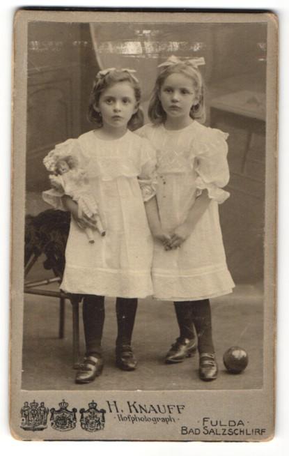 Fotografie H. Knauff, Fulda, niedliche Mädchen mit Puppe