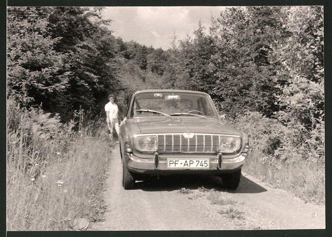 Fotografie Auto Ford Taunus 17M, PKW auf einem Feldweg