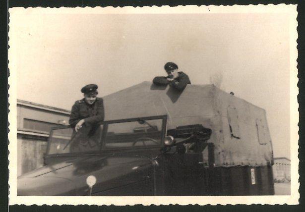 Fotografie KVP, Kasernierte Volkspolizei mit Lastwagen - LKW
