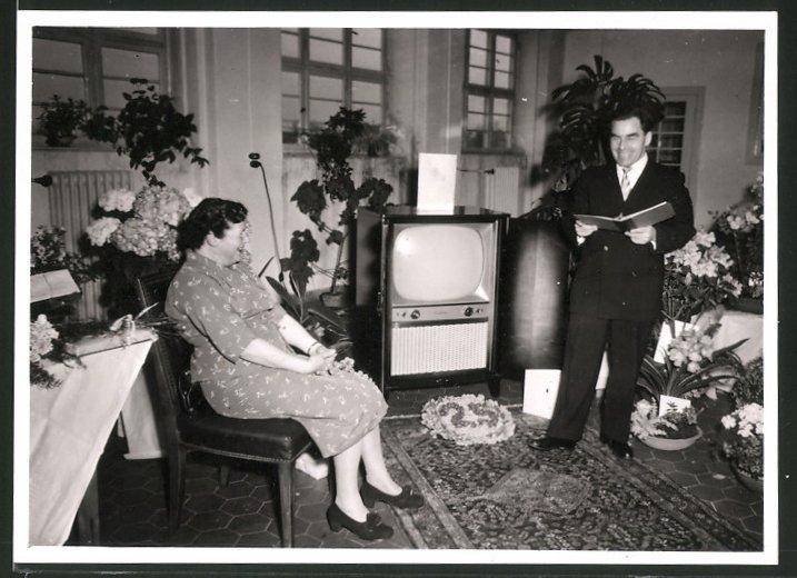 Fotografie TV-Gerät, Fernsehapparat in der Stube