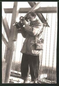 Fotografie Kameramann mit Arriflex Kamera bei der Arbeit