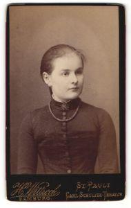 Fotografie H. Wittrock, Hamburg-St. Pauli, Portrait Mädchen mit zusammengebundenem Haar