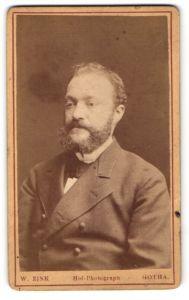 Fotografie W. Zink, Gotha, Mann mit Vollbart im Anzug