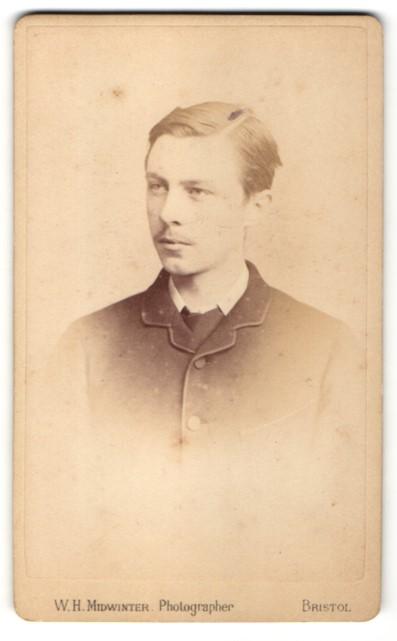 Fotografie W. H. Midwinter, Bristol, Portrait junger Herr mit zurückgekämmtem Haar